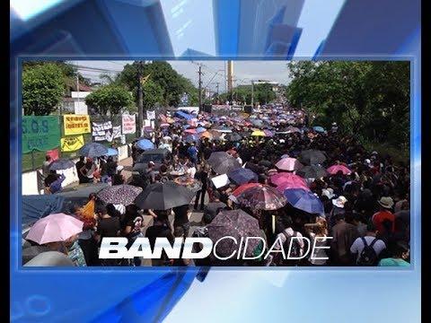 Em mais um dia de protestos, professores vão à sede do Governo