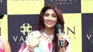 Repeat youtube video Shilpa Shetty Inaugurates Jewellery Showroom Varti Jewels