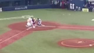 プロ野球オープン戦。オリックスバファローズvs阪神タイガース。始球式...