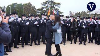 """Un policía pide matrimonio a su novia delante de Almeida: """"¡Anda la que has liado!"""""""