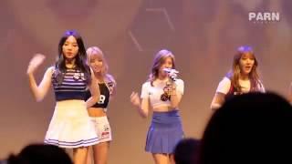 Nhóm nhạc nữ Hàn Quốc bị bung áo trên sân khấu
