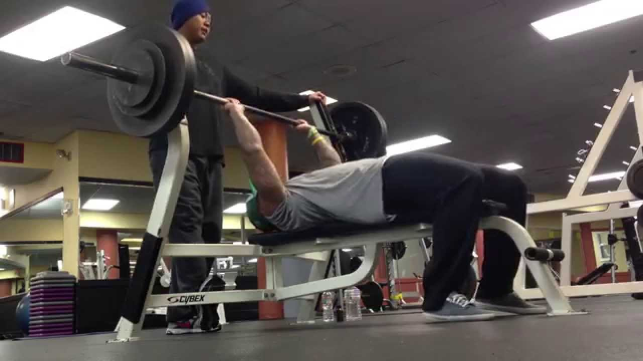 Kevin Hart Pre Warmup Bench Press / 295 One Rep Max - YouTube
