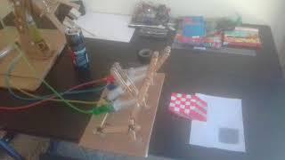 Braço Robótico Hidráulico de papel com seringas -  Arte em papel 3D