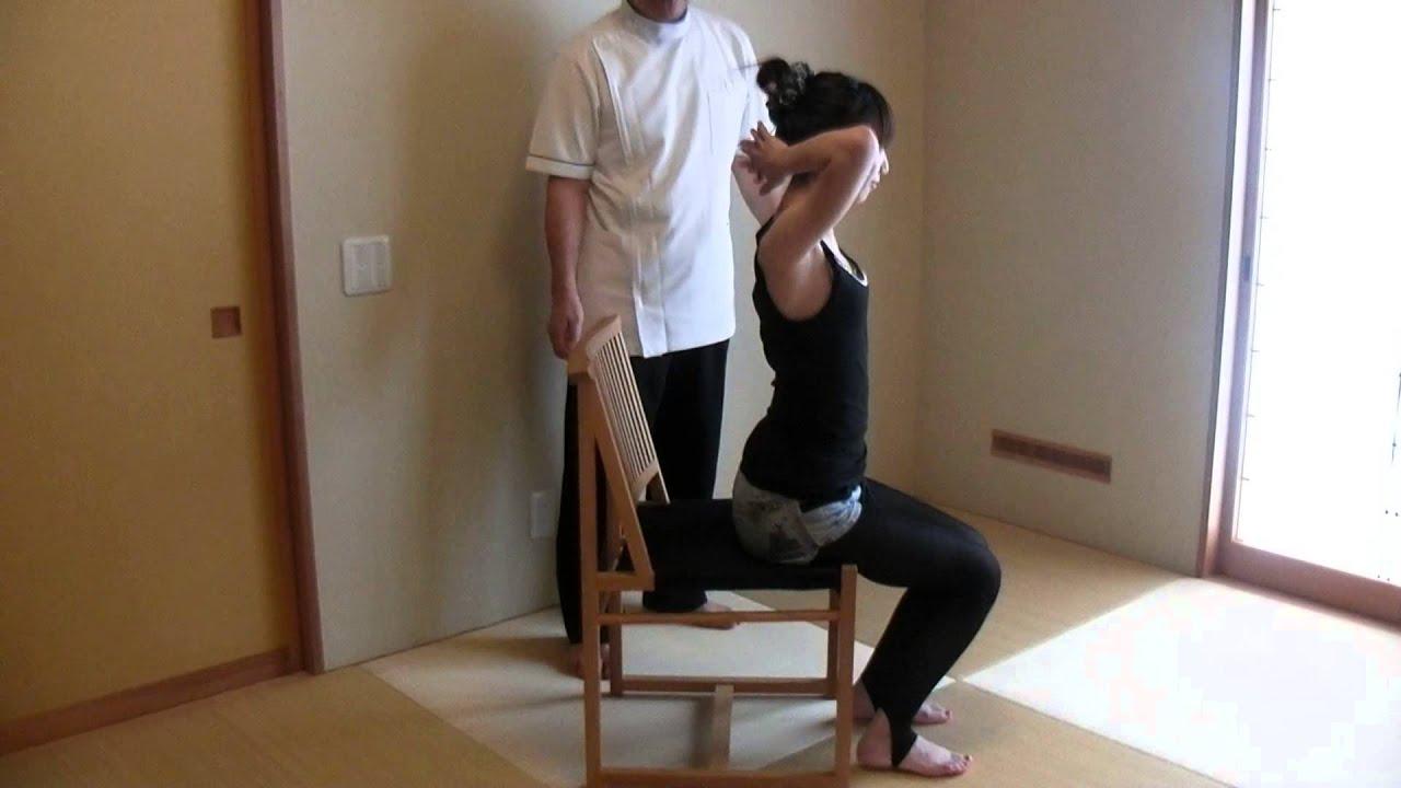 椅子に座って行う背筋を伸ばす體操 - YouTube