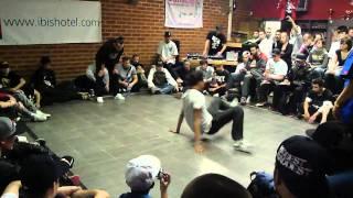 F Wing King 2011 - Footwork Battle Final - Vinnie Vs T-rock