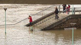 Paris: Crues et inondations menacent toujours