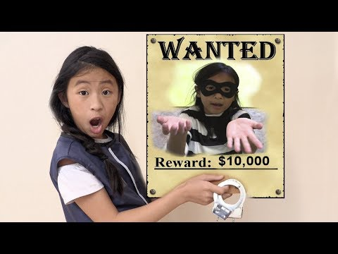 Pretend Play Police Use Wanted Photo To Catch The Thief