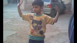 CHILD DANCE ON INDIAN SONG BY HUR SOOMRO SHAHDADPUR.3gp