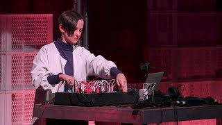 YouTube動画:A performative presentation with Caterina Barbieri   Loop