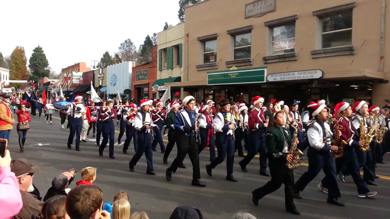 UMHS Marching Band - Placerville Christmas Parade 2016 - YouTube