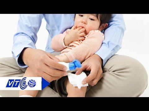 Cách sơ cứu khi trẻ bị bỏng nước sôi | VTC