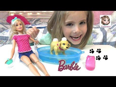 BARBIE Hund wird in der Badewanne eingeschäumt 💦 Splish Splash Puppy 🐶