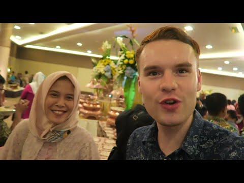 INDONESIAN WEDDING ON MY FIRST DAY IN JAKARTA, BEKASI 🇮🇩
