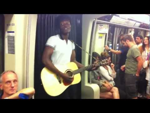 Live in Paris, metro line 2