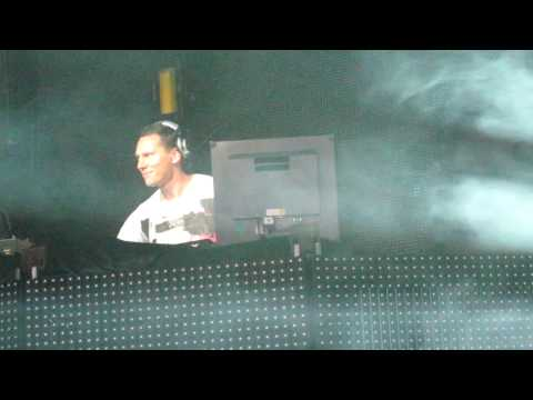 Tiësto live @ Mystery Land 2010 (first 10 min of his 4 hrs during set)