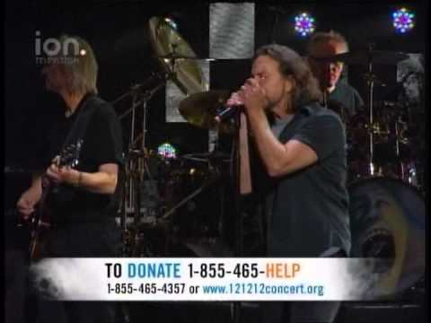 121212 SANDY RELIEF CONCERT - ROGER WATERS AND EDDIE VEDDER - COMFORTABLY NUMB