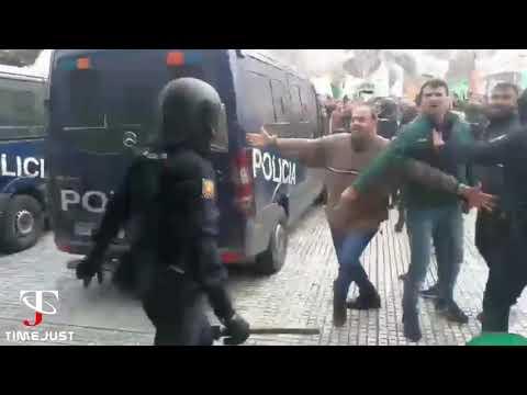 Cargas policiales contra agricultores extremeños