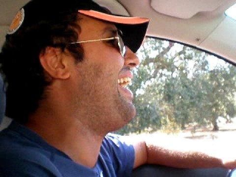 Antonio schiaffeggia Fabrizio Longo...mentre guida...