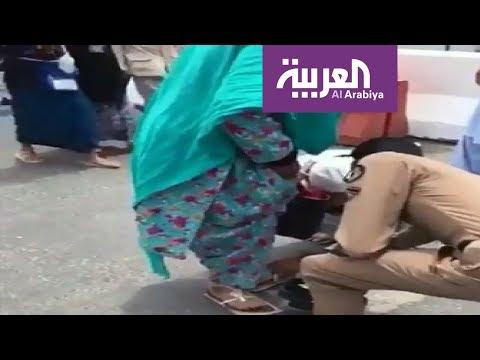 رجل أمن سعودي يقدم حذاءه لحاجّة مسنة.. وأمير مكة يعلق  - نشر قبل 3 ساعة