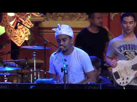 Glenn Fredly & The Bakuucakar - Sekali Ini Saja @ Sanur Village Festival 2016 [HD]