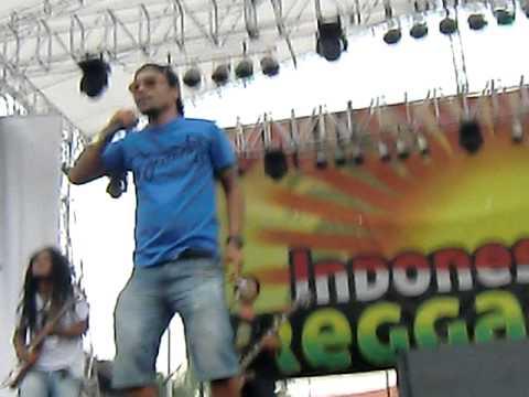Richard ' D gilis Trawangan Lombok : Kulit Kacang ( Indonesia Reggae Fest in Jakarta 21 May 2011 )