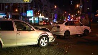 Ночью на пустой улице столкнулись два Volkswagena