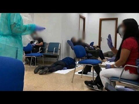 İspanya'da hastaneler Covid-19 hastaları ile dolup taşıyor, insanlar koridorlarda tedavi görüyor