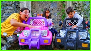 YANKI, RÜYA VE ÖZLEM PRENSES AKÜLÜ ARABASINI TEMİZLEDİ l Cleaning Battery Car With Kids