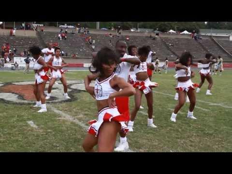 2013 WSSU Cheerleaders Homecoming Victory Circle