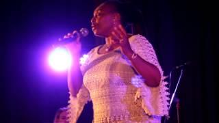 woordtrofees 2016 yvonne chaka chaka sing kana uchema