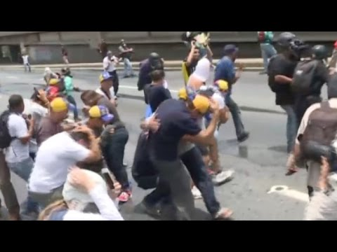 Opposition leader Capriles hit with tear gas in Caracas protest