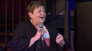 Landrätin Andrea Jochner-Weiß im Gespräch mit der Bierprinzessin Anna Bader
