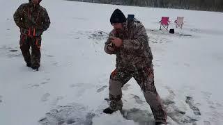 Зимняя подлёдная Рыбалка Canada