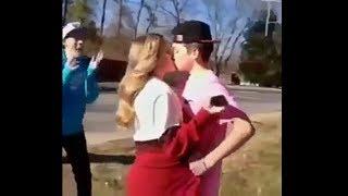 junge küsst mädchen während sie schluss macht, blamiert sich extrem..
