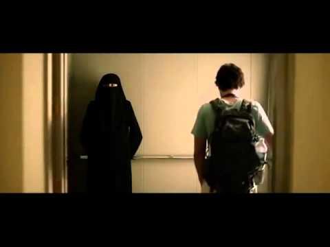 Çarşaflı Kadınla Asansörde Kısa Film