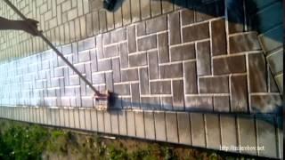 Очистка тротуарной плитки средством КИМ (Дуб) | Удаление остатков цемента(Применение концентрированного средства КИМ (Дуб). http://mikrobov.net/shop/tekhnicheskie-sredstva/kim-dub/, 2015-06-27T18:44:08.000Z)
