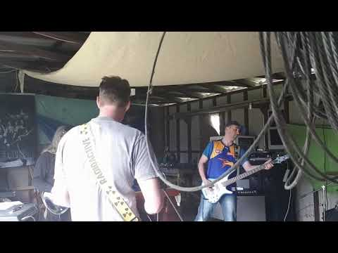 Medicaine - Golds in the rubble Live at Maccas