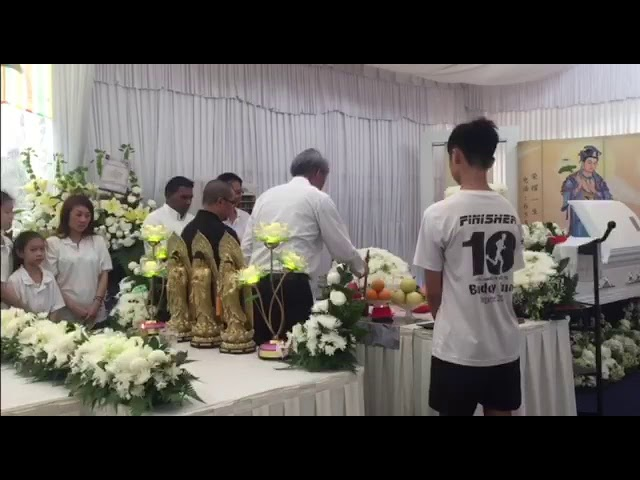 DPM Teo Chee Hean paying his respects at the wake of 3SG Chan Hiang Cheng Gavin