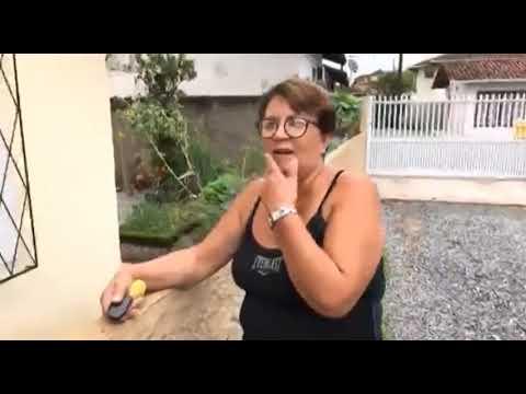 Depois de madrugada caótica em Joinville, manhã é de limpeza para famílias atingidas pela chuva