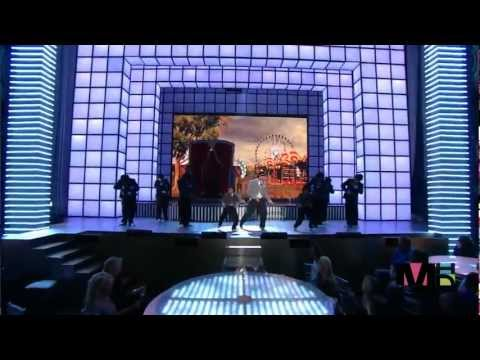 Chris Brown Ft. Rihanna - Live - Wall To Wall and  Umbrella HD