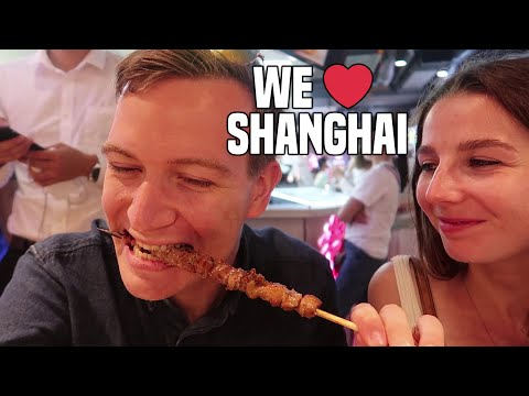 FIRST IMPRESSIONS OF SHANGHAI (The Bund & Food Court!) | China Travel