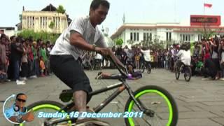 Kotatua BMX Action - Jakarta 2011(Hawaii Five-O Theme)