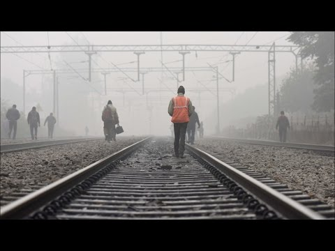 Fog Disrupts Delhi Bound Trains, Flights Unaffected