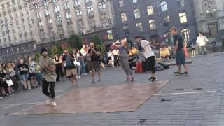 Супер танцы на Крещатике зажигаем детка !!!