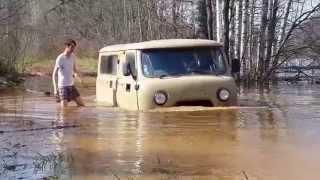 видео Джигит утопил машину в луже во время потопа в Сочи