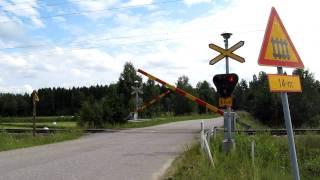 Video Pendolino S 8 passed Lahdenkylä (Km 0381+0117) level crossing in Parikkala, Finland download MP3, 3GP, MP4, WEBM, AVI, FLV Agustus 2018