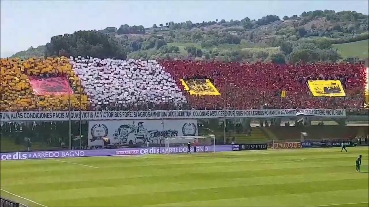 Benevento - Avellino: la coreografia della curva sud - YouTube