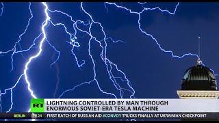 Spectacular! Thunderbolt-shooting