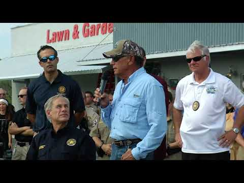 George Strait speaks to crowd in Rockport