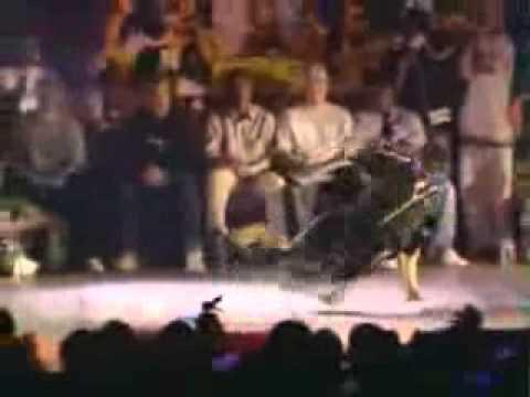 Bboy Physicx vs Bgirl ShieChan  UK BBoy Championship 2004